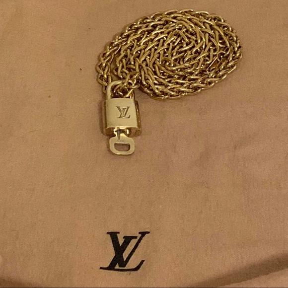 ✅ Authentic Louis Vuitton padlock